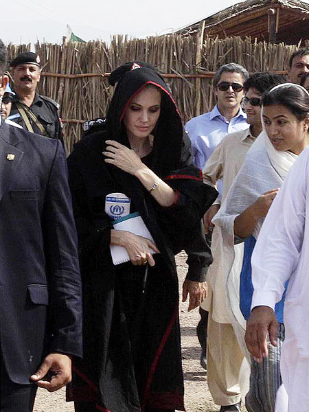 Angelina+Jolie+Visits+Pakistan+Earthquake+pakistan+2010