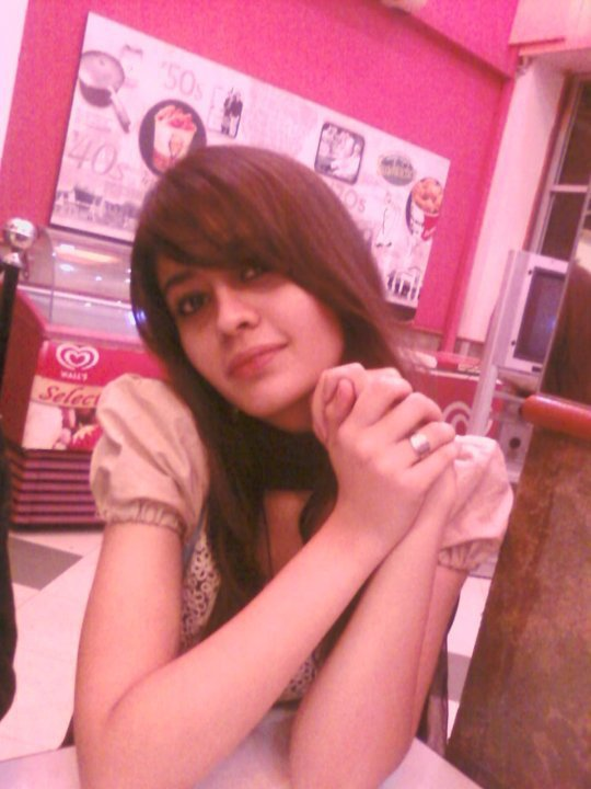 CUTE PAKISTANI GIRLS PICTURES