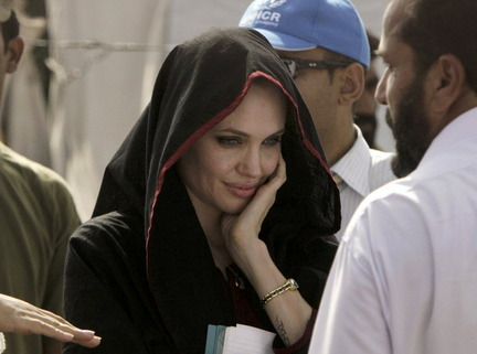 hot+angelina-jolie+in+pakistan