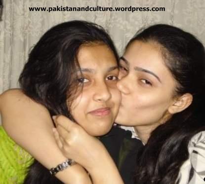hot+paki+girls+kissing