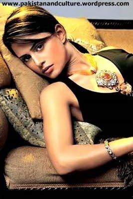 Mehreen_Raheel hot photos