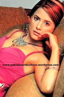 Mehreen_Raheel+hot+in+pink+dress+pakistan