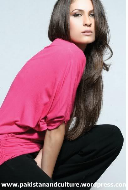 Nausheen-Shah+figure+picture+of+pakistan+drama+actress