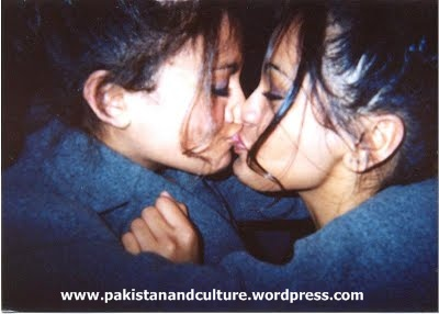 paki+kissing+fgirls