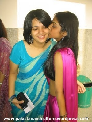 paki+kissing+girls