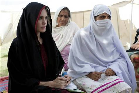 pakistan-floods+anglina+jolie+hollywood+actress