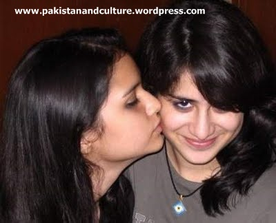 very+cute+pakistan+girls+kissing+pic